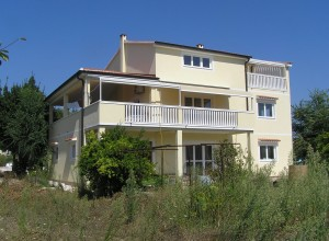 "House ""B"" in Betina"